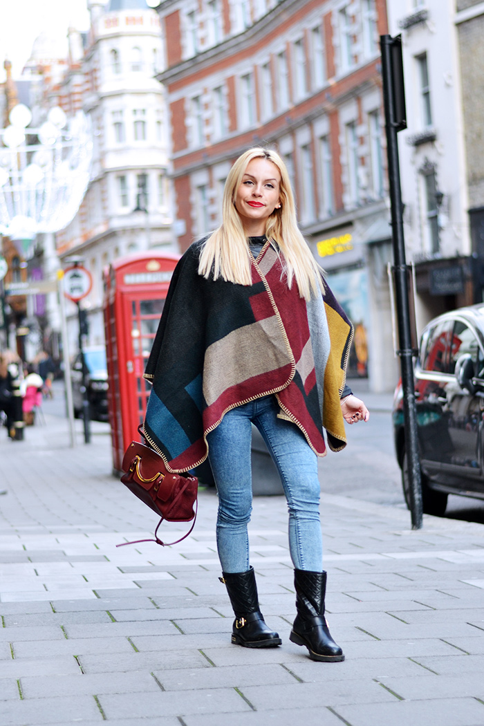 cape trend, capas tendencia, tendenza cappa mantella Burberry, biker boots Cult Shoes - outfit italian fashion blogger IT-Girl by Eleonora Petrella