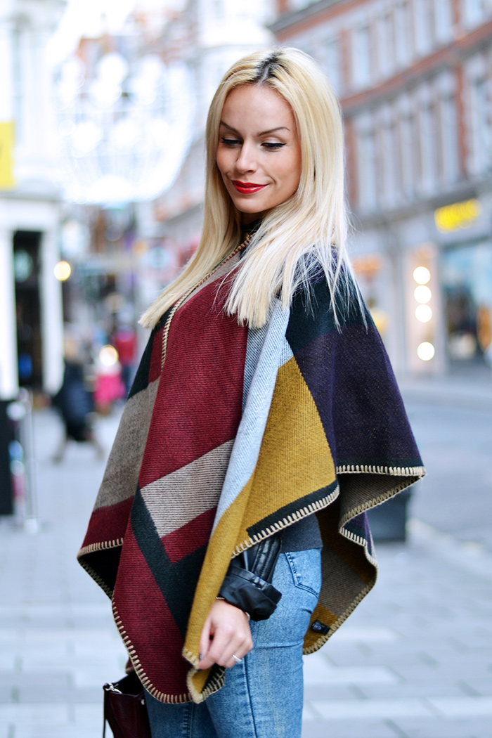 cape trend, capas tendencia, tendenza cappa mantella Burberry, biker boots Cult Shoes - outfit italian fashion blogger IT-Girl by Eleonora Petrella