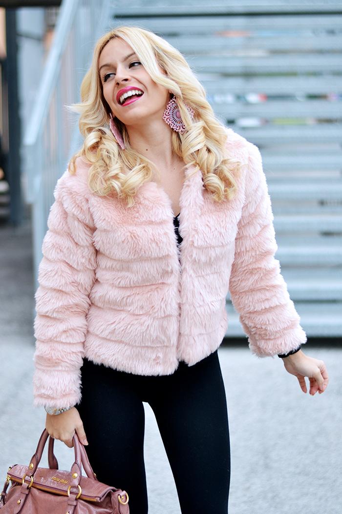 Faux fur jacket trend, eco pelliccia, pink faux fur, Kammi calzature, stivaletti suola carro armato, Miu Miu pink bow bags - outfit winter 2014 italian fashion blog It-Girl by Eleonora Petrella
