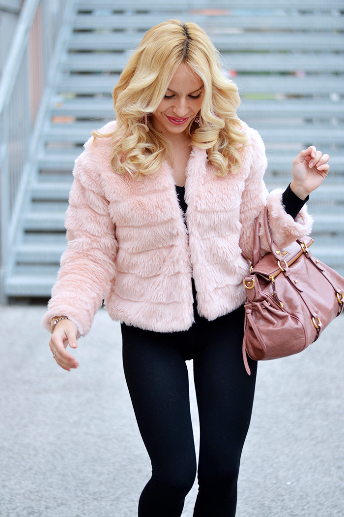 Faux fur jacket trend, eco pelliccia, pink faux fur, Kammi calzature, stivaletti suola carro armato, Miu Miu pink bow bags - outfit winter 2014 italian fashion blog It-Girl by Eleonora Petrella