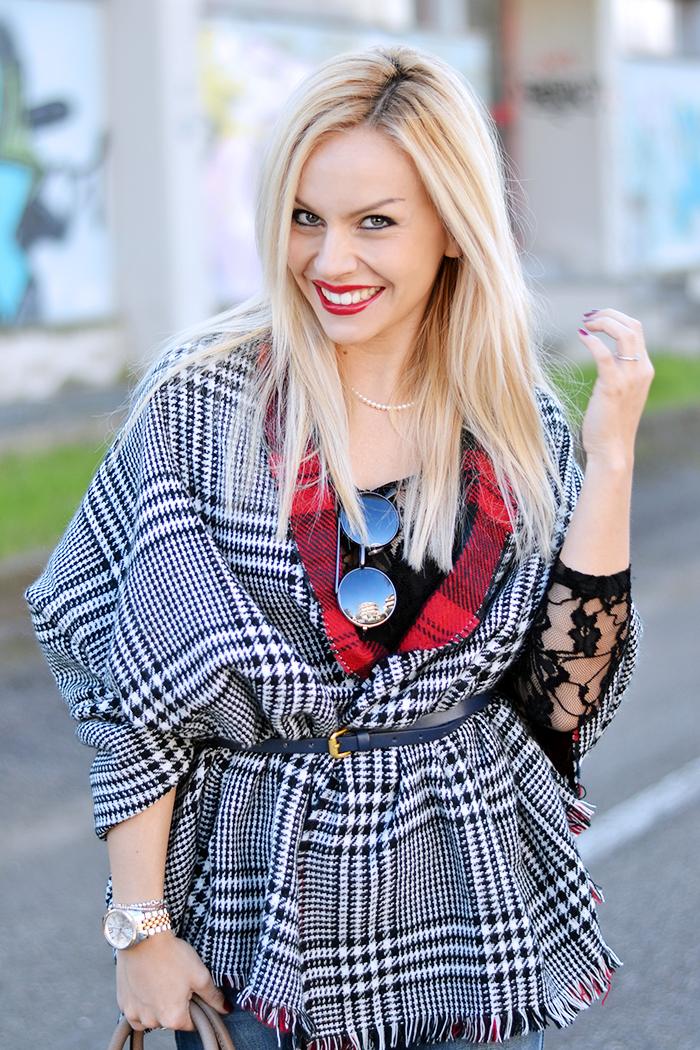 how to wear boyfriend ripped jeans, jeans strappati, wear a scarf as a coat, Blackfive spedizioni Italia - outfit italian fashion blogger It-Girl by Eleonora Petrella winter 2014