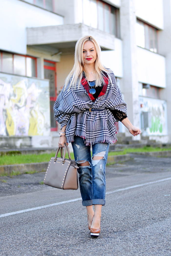 how to wear boyfriend ripped jeans, jeans strappati, wear a scarf as a coat, Blackfive spedizioni Italia - outfit italian fashion blogger It-Girl by Eleonora Petrella winter 2014