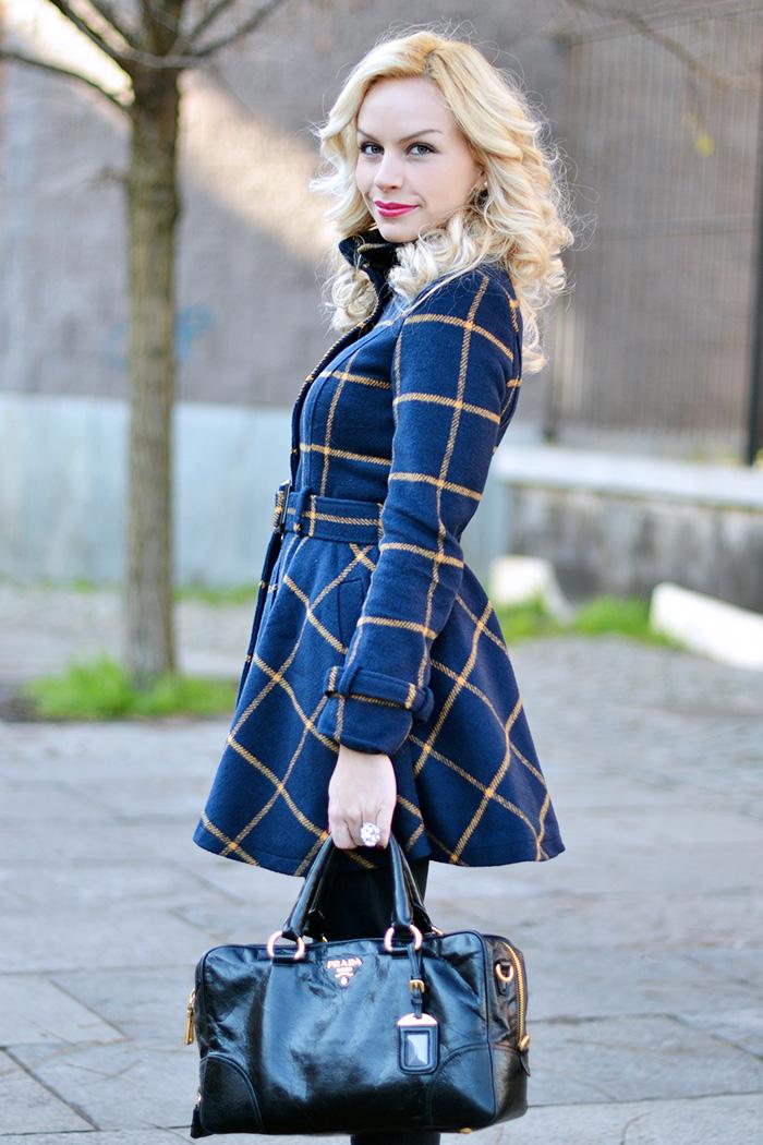 Cappotto a quadri, cappotto inverno 2015, plaid coat, come indossare i jeans strappati, ripped jeans, Prada bags, bauletto Prada prezzo, outfit italian fashion blogger It-Girl by Eleonora Petrella
