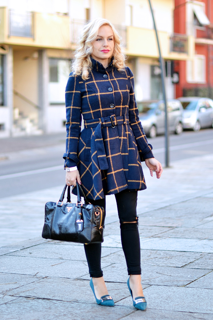 Cappotto a quadri, cappotto inverno 2015, plaid coat, come indossare i jeans strappati, ripped jeans, Prada bags, bauletto Prada prezzo, outfit italian fashion blogger It-Girl by Eleonora Petrella