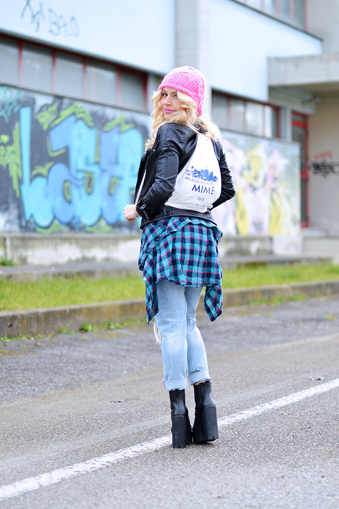 Milano Expo 2015, Mime Milan Metropolitan; Mime skyline, T-shirt Expo 2015, Mime T-shirt, ripped jeans, Kammi calzature - outfit fashion blogger It-Girl by Eleonora Petrella