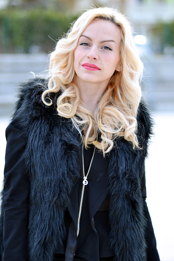 KAAAK shoes, Simon Knack boots, total black outfit fashion blogger, total black outfit ideas, faux fur trend, faux fur vest, tendenza ecopelliccia inverno 2015 - It-Girl by Eleonora Petrella