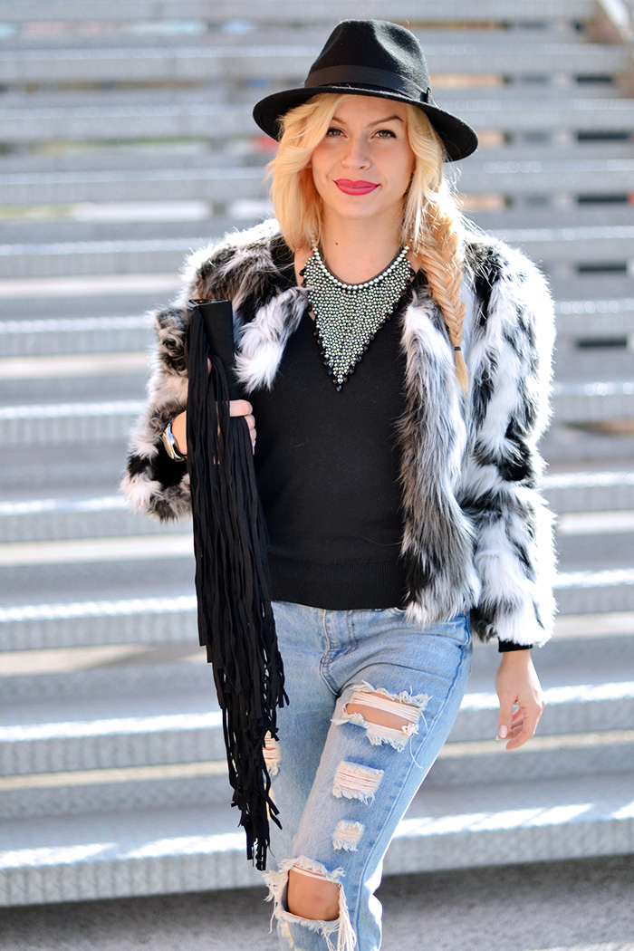 Cult shoes scarpe, jeans strappati, ripped jeans, boyfriend jeans, faux fur trend winter 2015, ecopelliccia inverno 2015 – outfit italian fashion blogger It-Girl by Eleonora Petrella