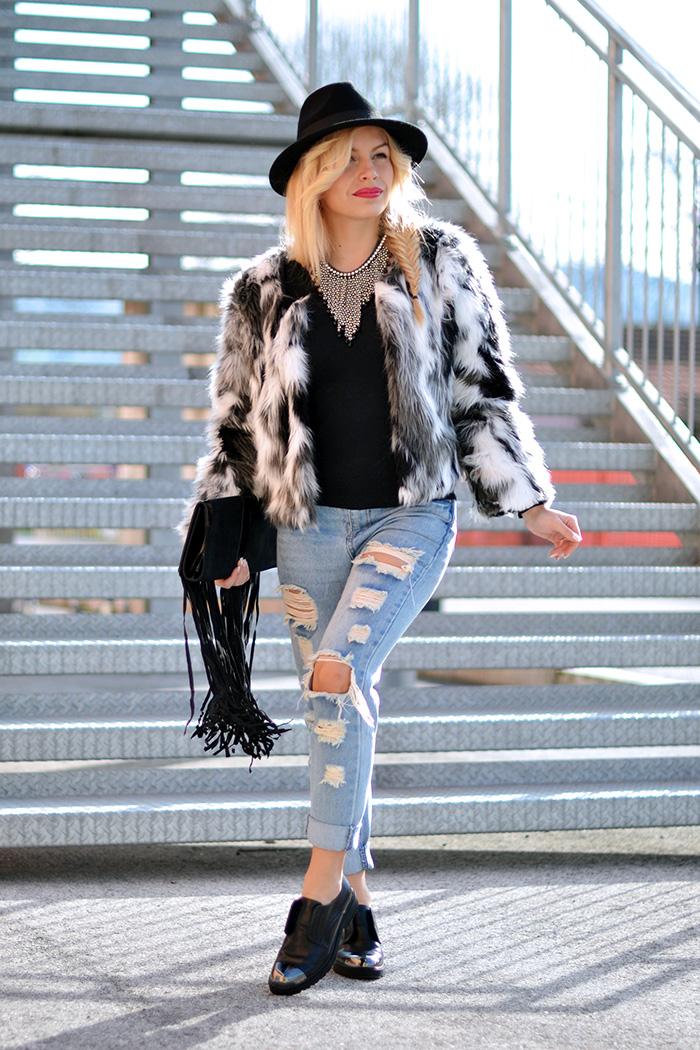 Cult shoes scarpe, jeans strappati, ripped jeans, boyfriend jeans, faux fur trend winter 2015, ecopelliccia inverno 2015 – outfit italian fashion blogger It-Girl by Eleonora Petrella
