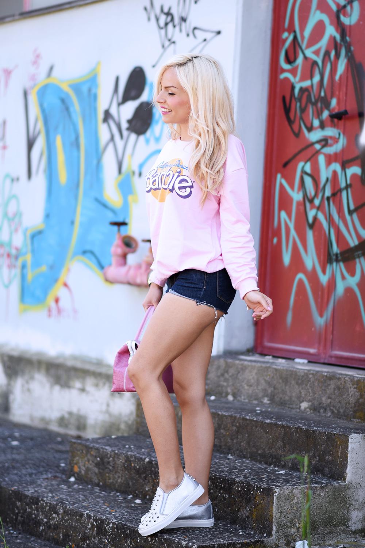 Tendencetime scarpe, come indossare le slipon, slipers outfit idea, felpa Barbie, look con shorts, outfit sportivi casual primavera/estate 2015 - fashion blogger It-Girl by Eleonora Petrella