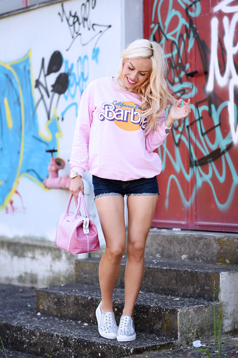 Tendencetime scarpe, come indossare le slipon, slipers outfit idea, felpa Barbie, look con shorts, outfit sportivi casual primavera/estate 2015 - fashion blogger It-Girl by Eleonora Petrella