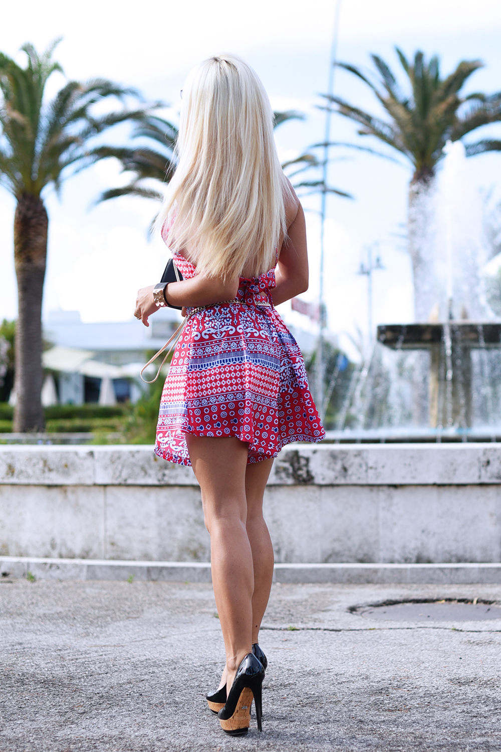 Backless crop top, crop top summer 2015, come indossare i crop top, crop top trend how to wear, high waist shorts, best outfit summer 2015 fashion blogger It-Girl by Eleonora Petrella