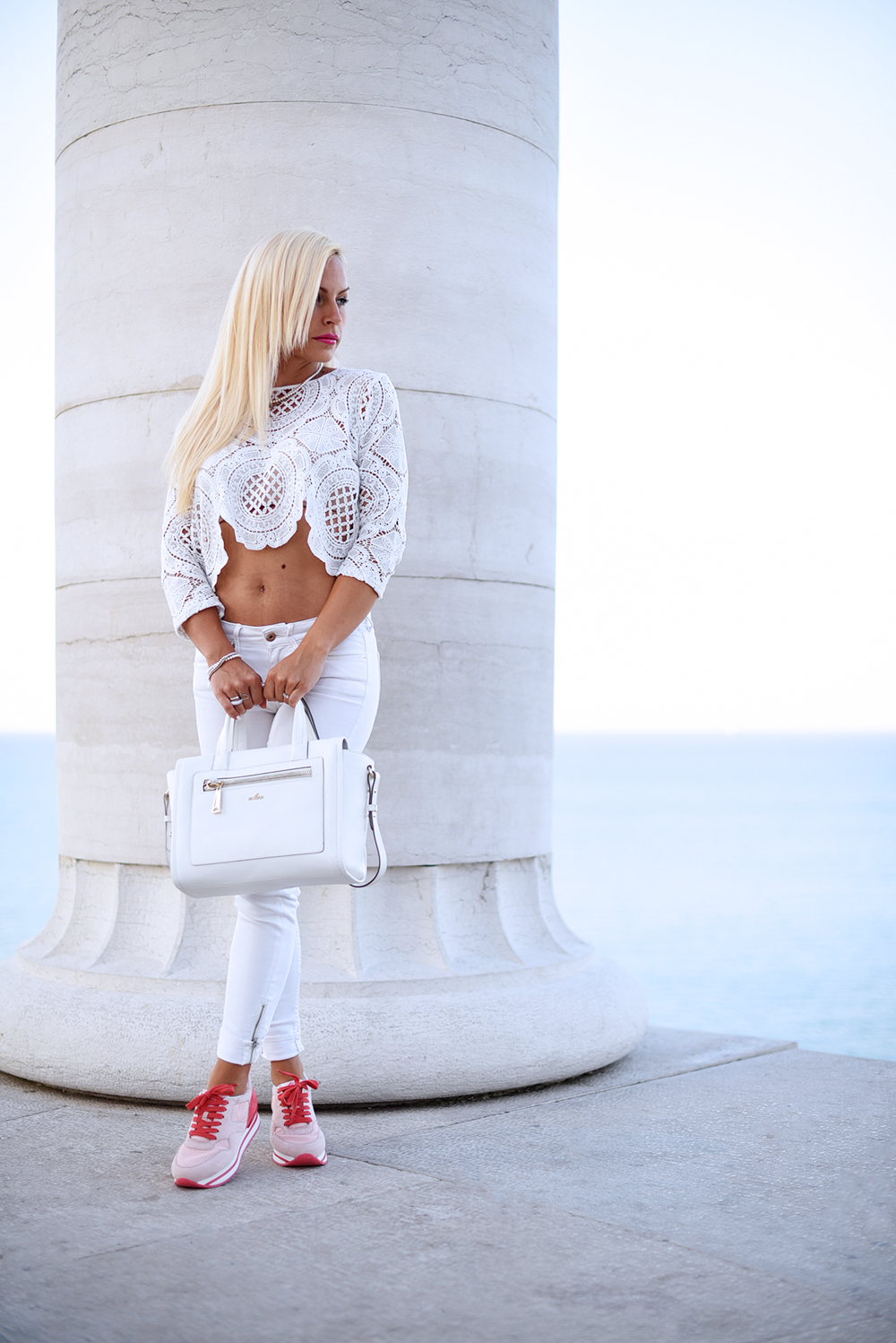 Hogan Brand sneaker H222, Hogan white bag, Hogan collezione estate 2015, saldi Hogan, white total look, come indossare il bianco – outfit summer 2015 fashion blogger It-Girl by Eleonora Petrella