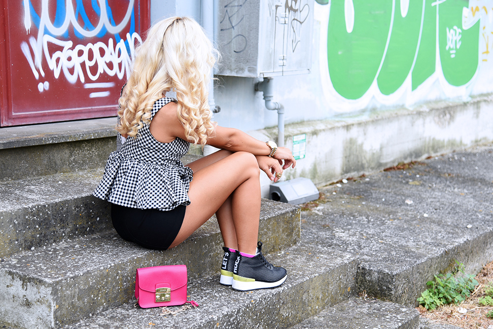 cult shoes scarpe, outfit sportivi, top peplo, peplum top, Cult shoes sneakers - look fashion blog It-Girl by Eleonora Petrella