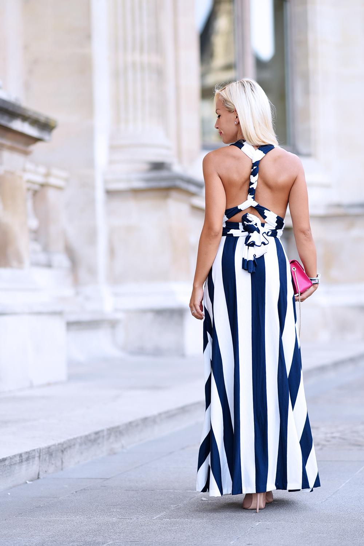 musée du Louvre photo, fare foto a Parigi, come vestirsi a Parigi, long dress, striped dress, vestiti lunghi, vestiti a righe, come indossare le righe - outfit fashion blogger It-Girl by Eleonora Petrella