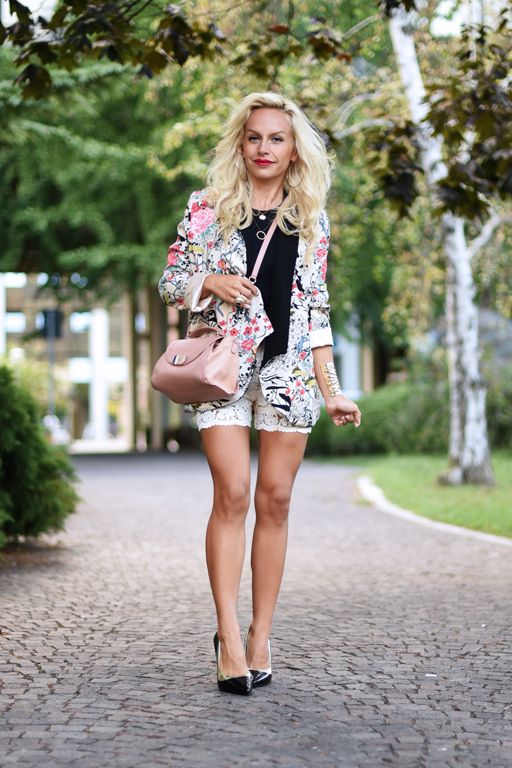 Lace shorts, Chicwish Italia, chicwish spedizioni, how to wear kimonos, september looks, best look september 2015 - outfit fashion blog It-Girl by Eleonora Petrella
