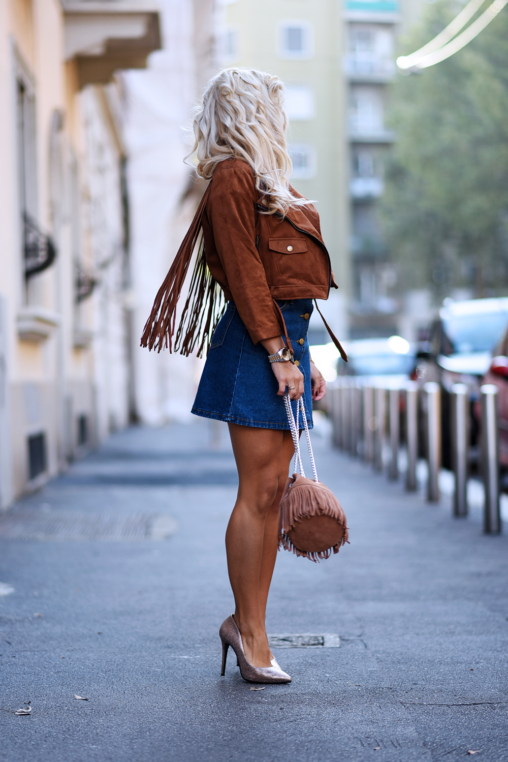 Milan Fashion Week 2015, tracolla con frange, Arcadia bags, borse frange camoscio, suede jacket, gonna di jeans, fringes trends fall 2015 - outfit fashion blogger It-Girl by Eleonora Petrella