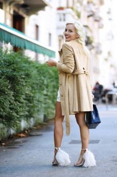 Suede trend fall 2015, suede trench, trench in ecocamoscio, come indossare il trench, Ventifive collezione autunno inverno 2015, outfit fall 2015 It-Girl by Eleonora Petrella