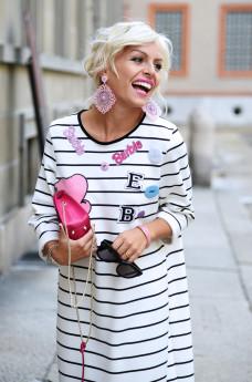 Sijana collezione, vestiti a righe, vestiti Barbie, vestiti lunghi, come indossare gli abiti lunghi con le sneakers, outfit fashion blogger It-Girl by Eleonora Petrella