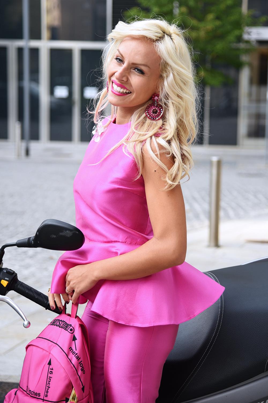 Giovanna Nicolai, abiti occasioni speciali, vestiti occasioni importanti, Sergio levantesi scarpe, pumps tacco 10, Suzuki Burgman - outfit It-girl by Eleonora Petrella