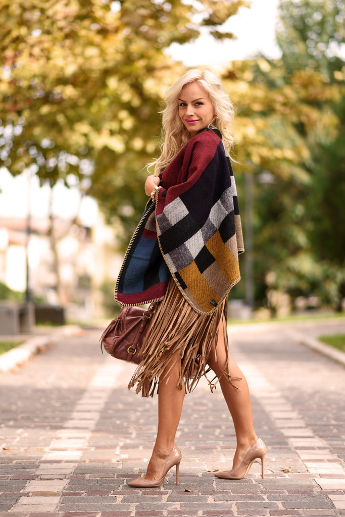 What a fringed skirt!
