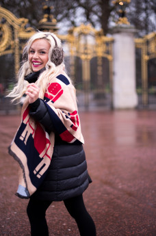 Come indossare una cappa o una mantella - It-Girl by Eleonora Petrella