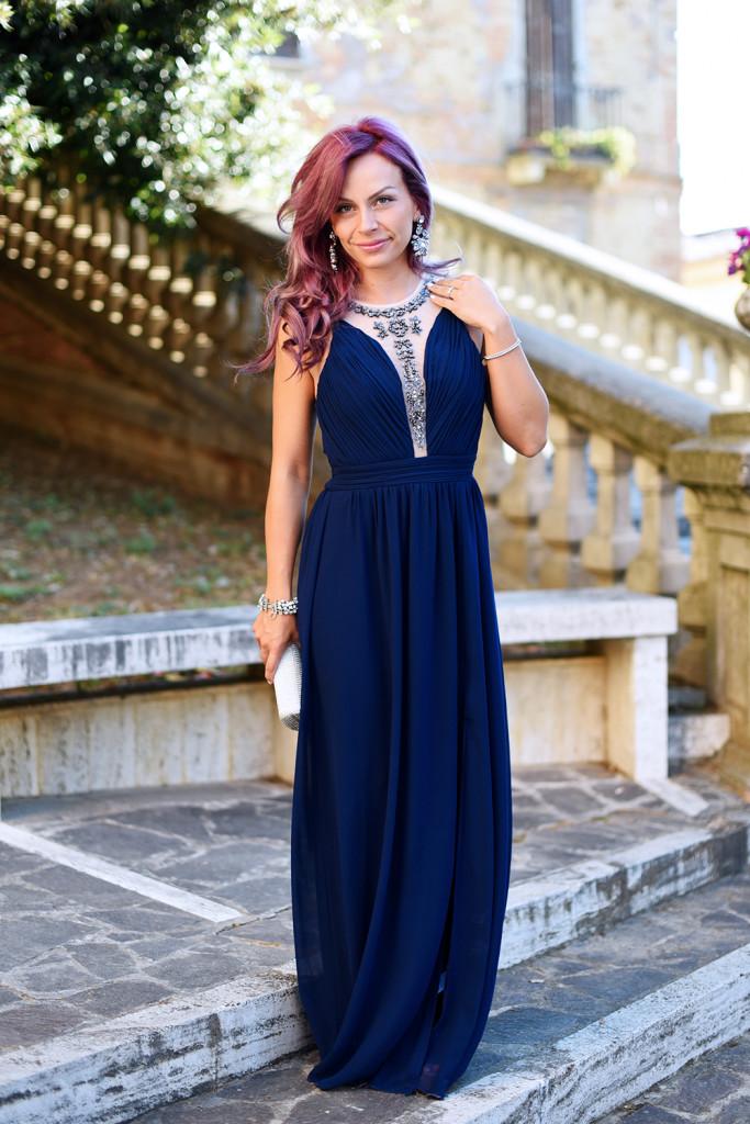 Matrimonio di sera: il vestito lungo è OK, anche in blu scuro!