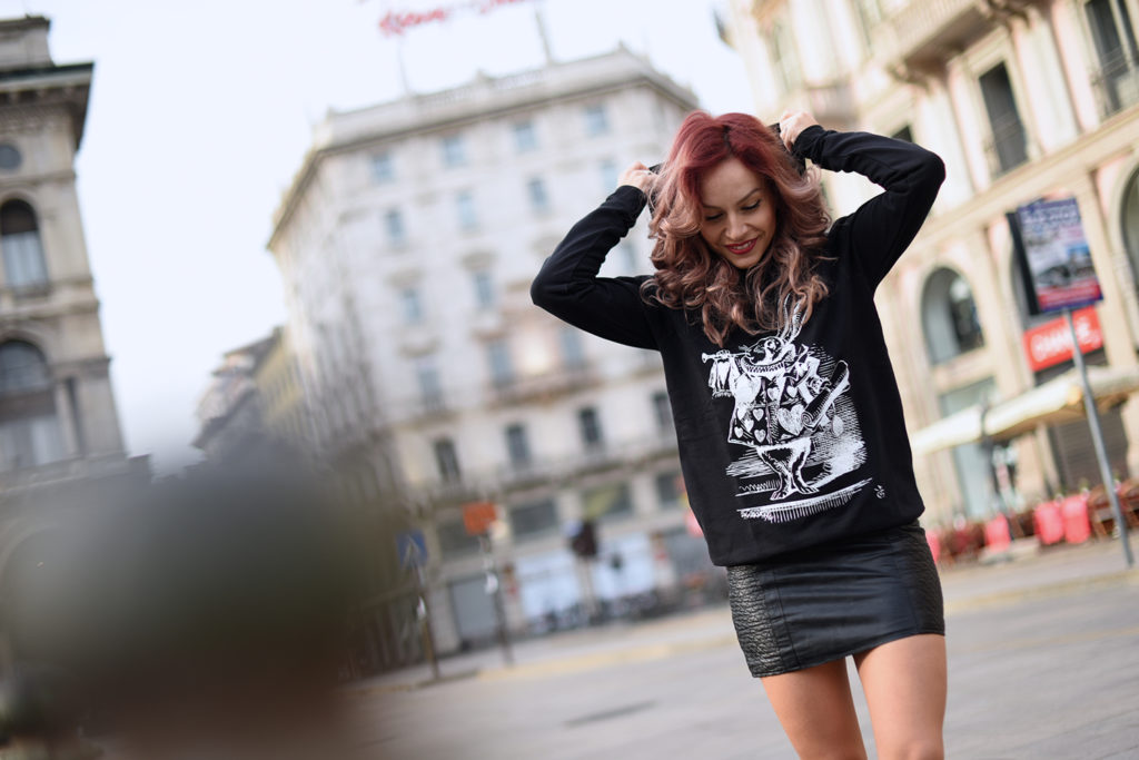 Look total black: felpa IRONIC! HAPPINESS IN MY SHIRT + mini gonna in ecopelle