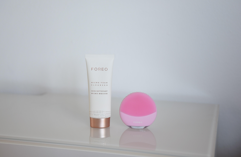 FOREO LUNA mini 3 Pearl Pink, FOREO Micro-Foam Cleanser, detergente per il viso delicato in forma di schiuma